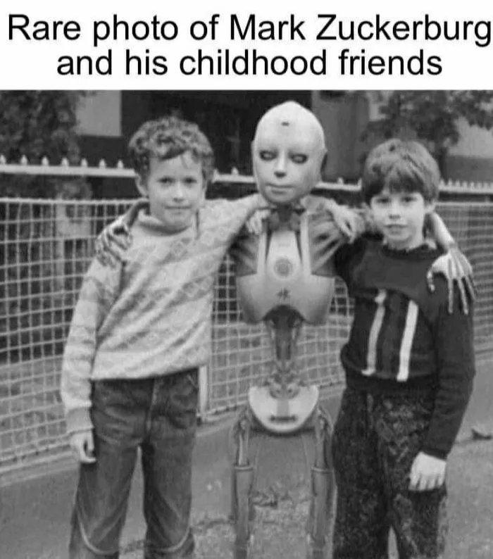 Rare photo of Mark Zuckerburg and his childhood friends
